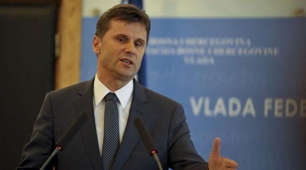 Premijer FBiH Fadil Novalić pušten iz pritvora - korupcijski trag vodi do Izetbegovićeve supruge